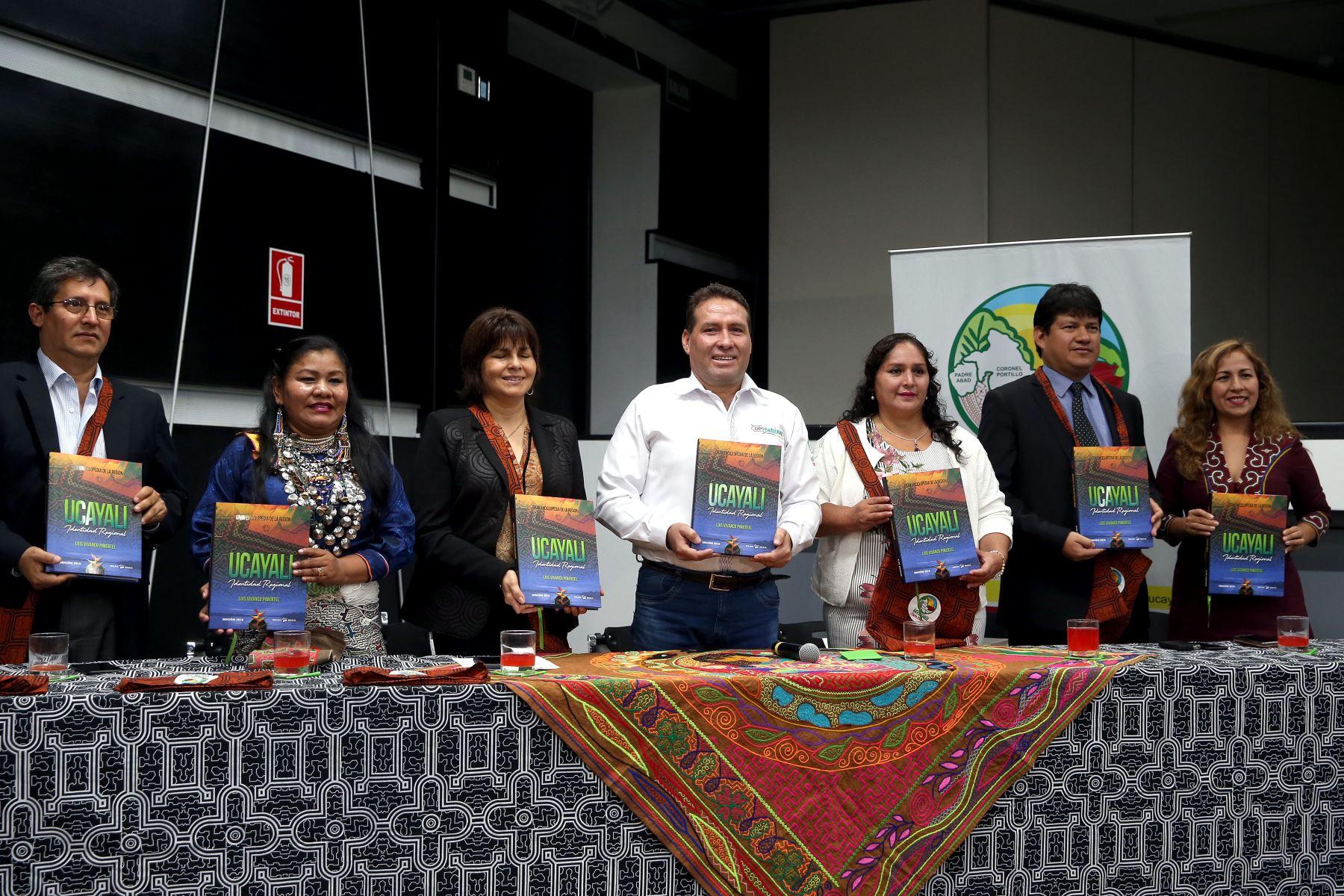 El gobernador regional de Ucayali Manuel Gambini Rupay, y autoridades municipales invitan al XXlll Festival de San Juan 2018. Foto: ANDINA/Dante Zegarra.