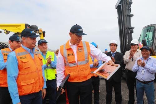 Presidente de la República, Martín Vizcarra, inspecciona obras del Desembarcadero Artesanal de Ilo