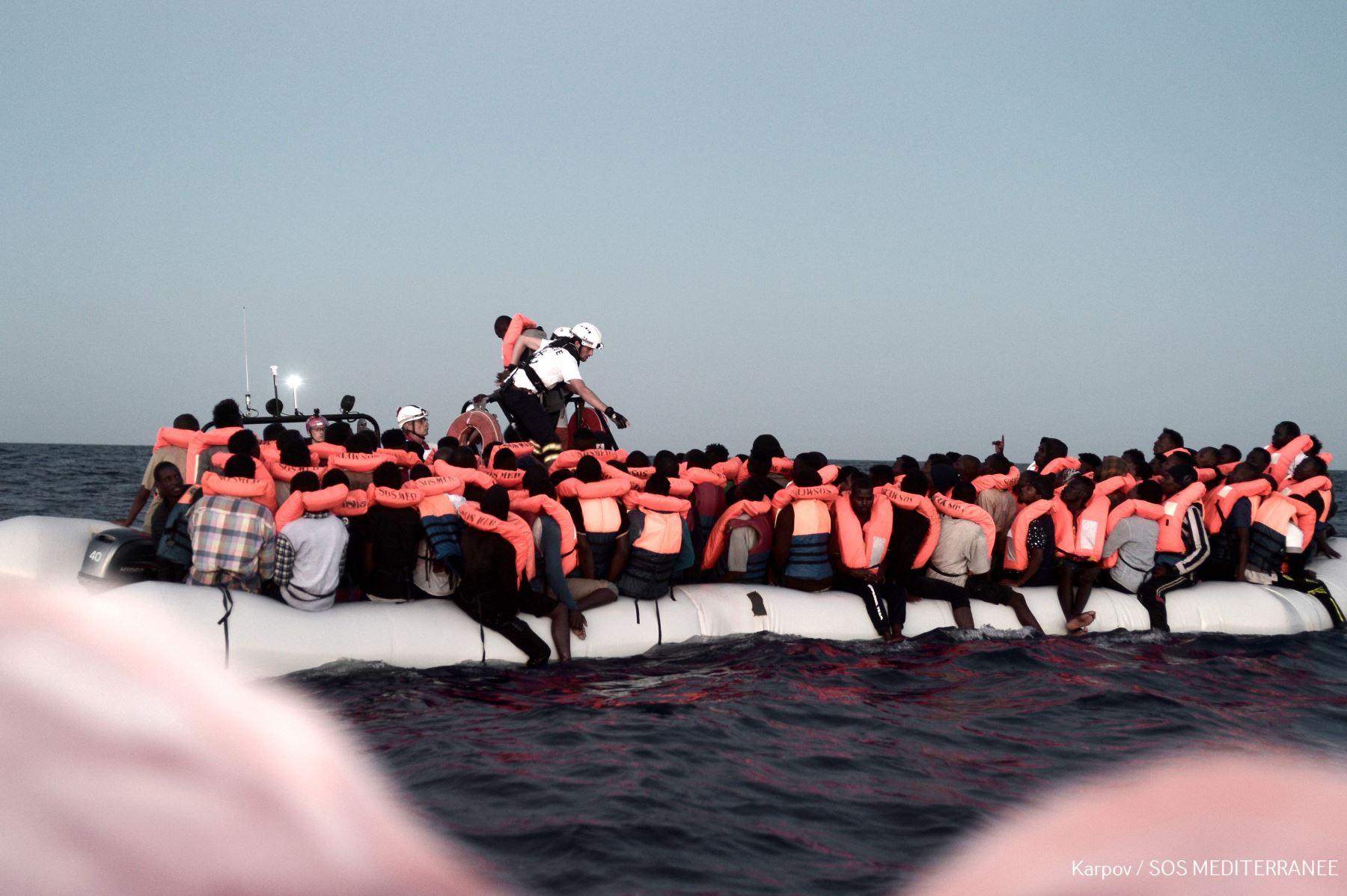 Italia inmigración: cierra sus puertos a los barcos de rescate de migrantes | Noticias del mundo | EiTB