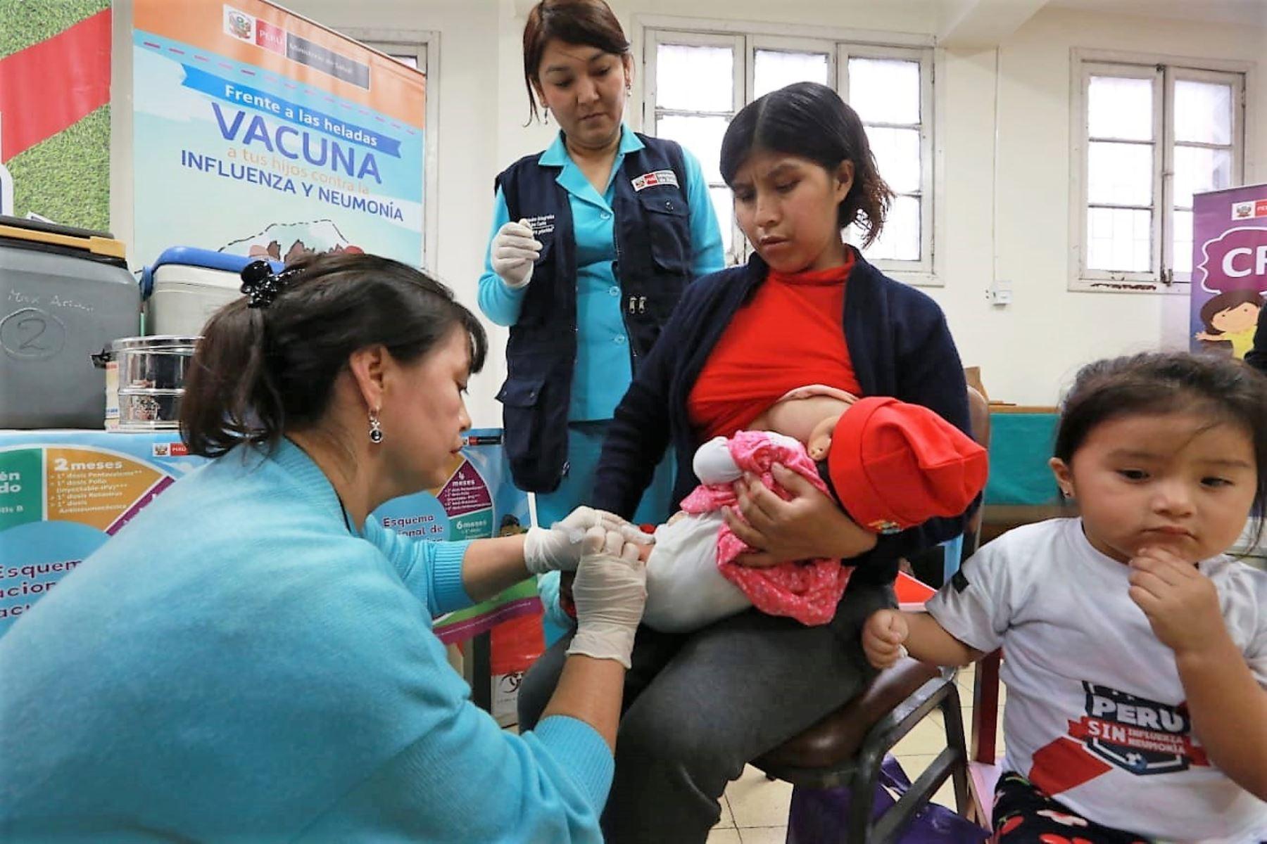 Las 6 mejores jugadas para ganarle el partido a la influenza y neumonía. Foto: ANDINA/Difusión.