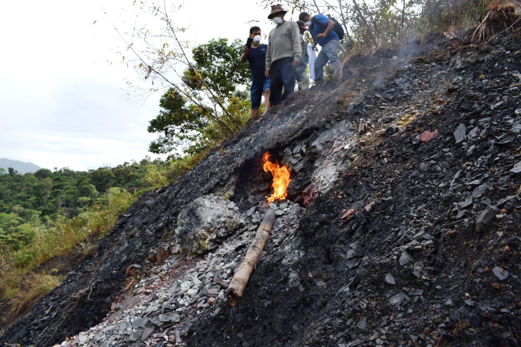 IGP descarta presunta actividad volcánica en Ayacucho y afirma que fenómeno está asociado a combustión de rocas. Fotos: Wenceslao Sicha Quispe/, Municipalidad de Anchihuay/Willy Villa Navarro, DelVRAEM