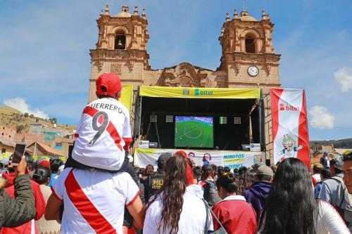 Pobladores de Puno viven el primer encuentro de Perú ante Dinamarca por el Mundial de Rusia 2018