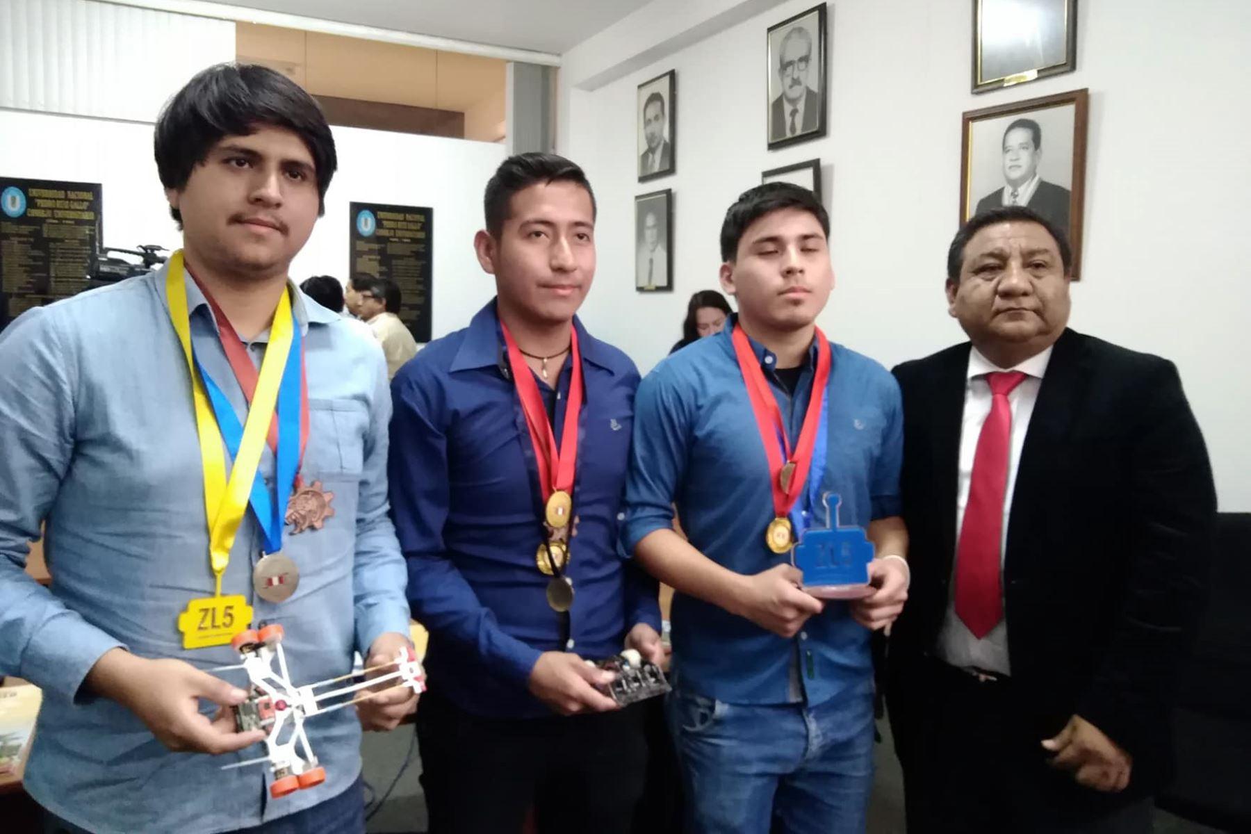 Estudiantes de Lambayeque ganan concurso de robótica en Ecuador. ANDINA