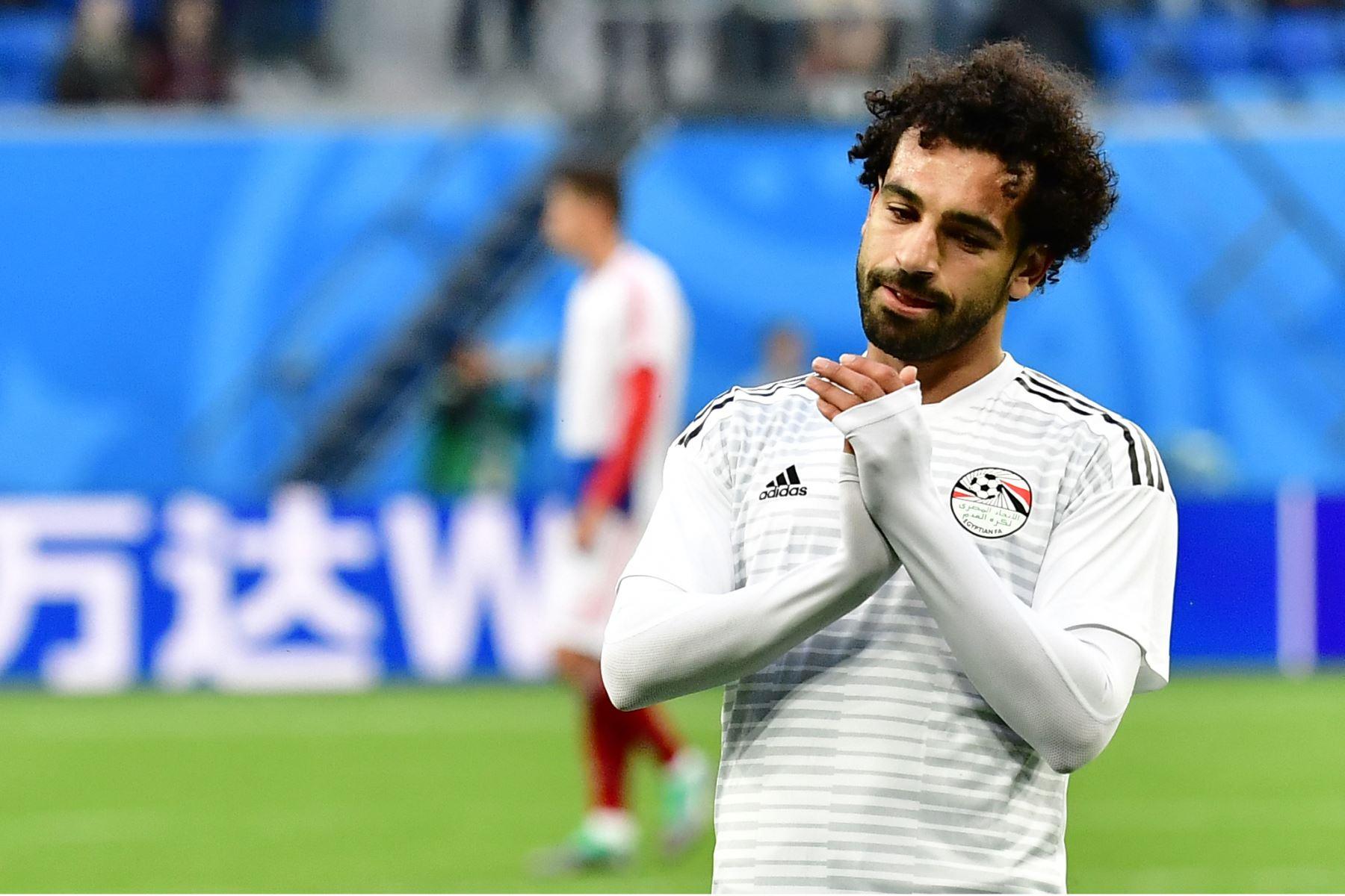 El delantero egipcio Mohamed Salah se calienta antes del partido de fútbol del Grupo A de Rusia entre Rusia y Egipto en el estadio de San Petersburgo el 19 de junio de 2018. / AFP
