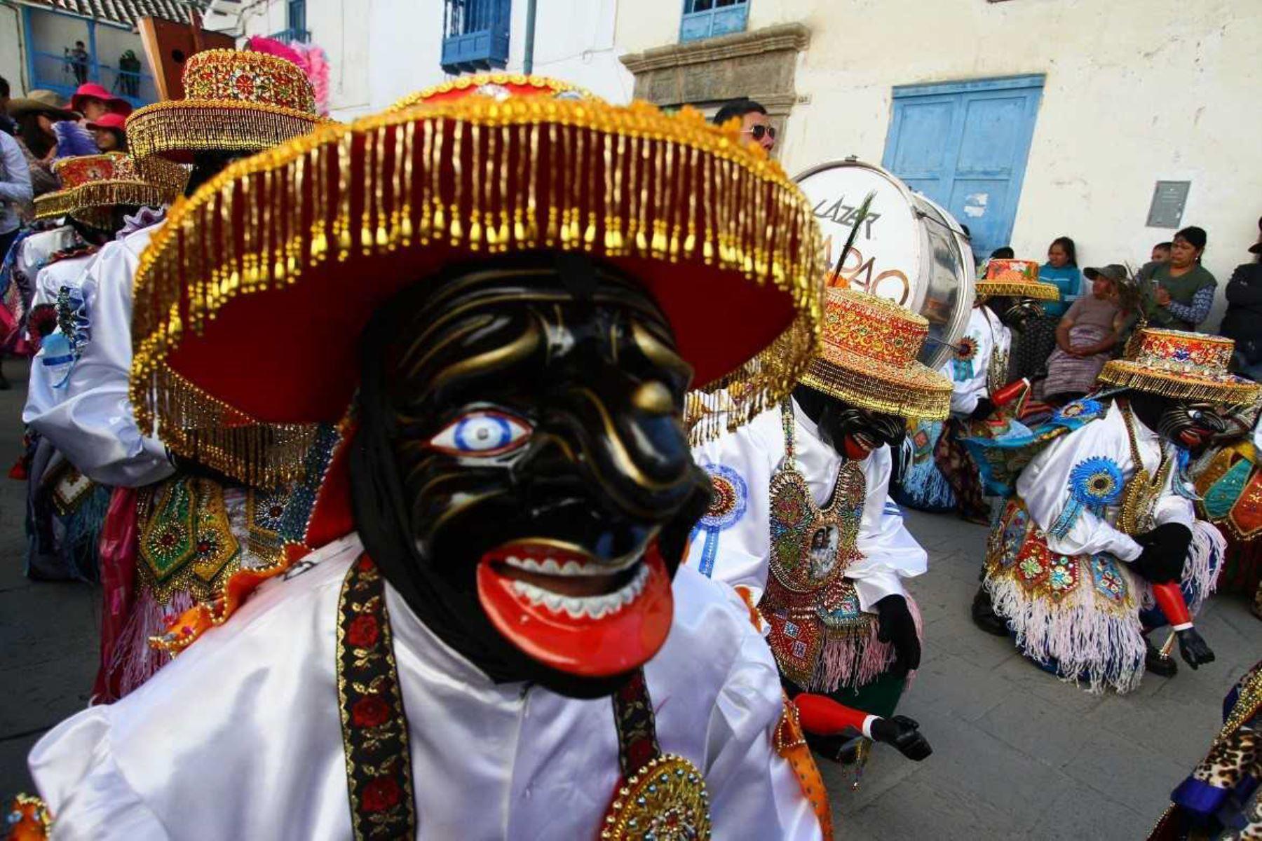 El Ministerio de Cultura declaró Patrimonio Cultural de la Nación a los conocimientos y las técnicas en la elaboración de las máscaras de Paucartambo, provincia de la región Cusco, en reconocimiento a la continuidad, valor social y cultural de las máscaras relacionadas a las danzas de la Festividad de la Virgen del Carmen de Paucartambo. Foto: Percy Hurtado