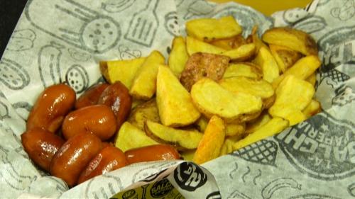 Se pueden hacer 5,000 variedades de salchipapa