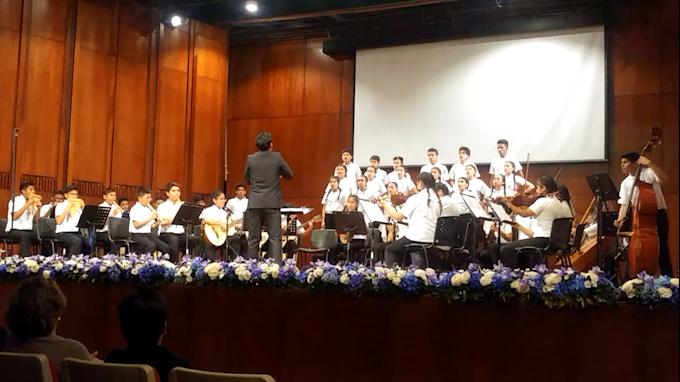 """Sinfonía por el Perú lanza libro """"Las tradiciones musicales de abajo del puente"""""""