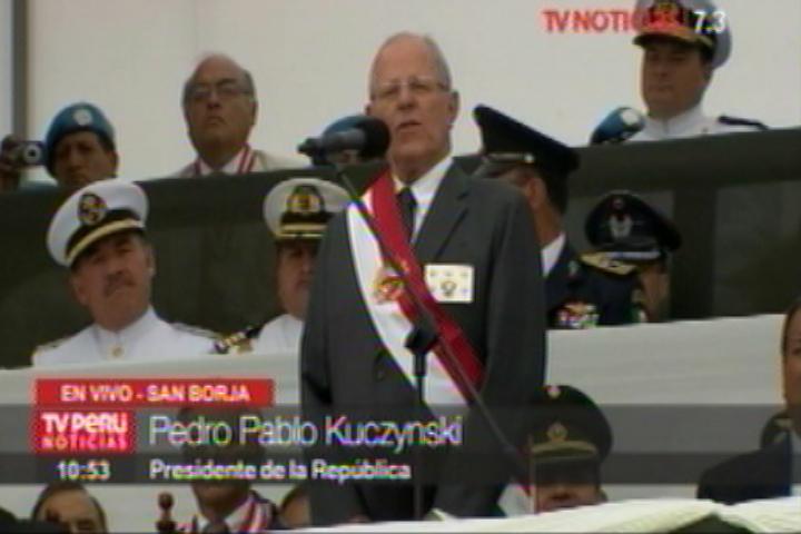 Kuczynski participó en la ceremonia por el Día del Ejército del Perú