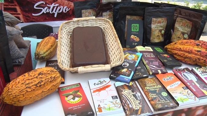 Chocolate de taza con 100 % de cacao es más saludable que una barra comercial