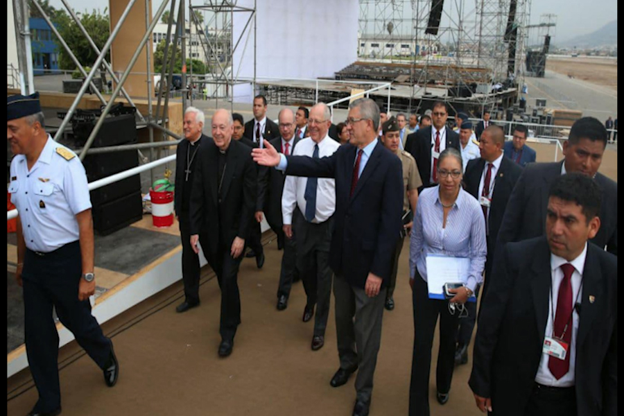 Presidente inspecciona base aérea Las Palmas