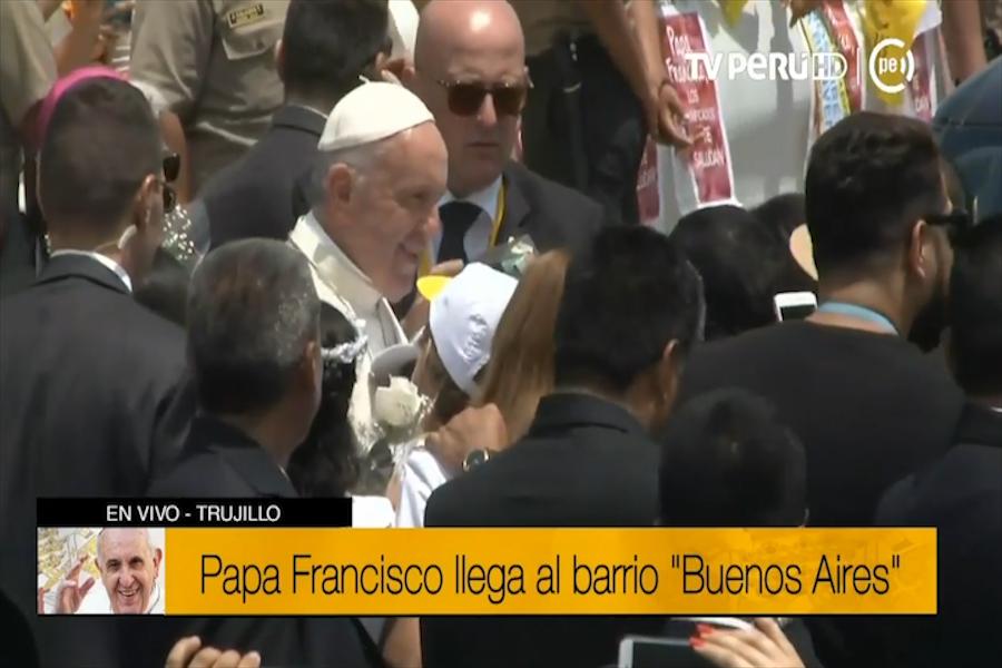 Papa Francisco recorrió calles de barrio Buenos Aires