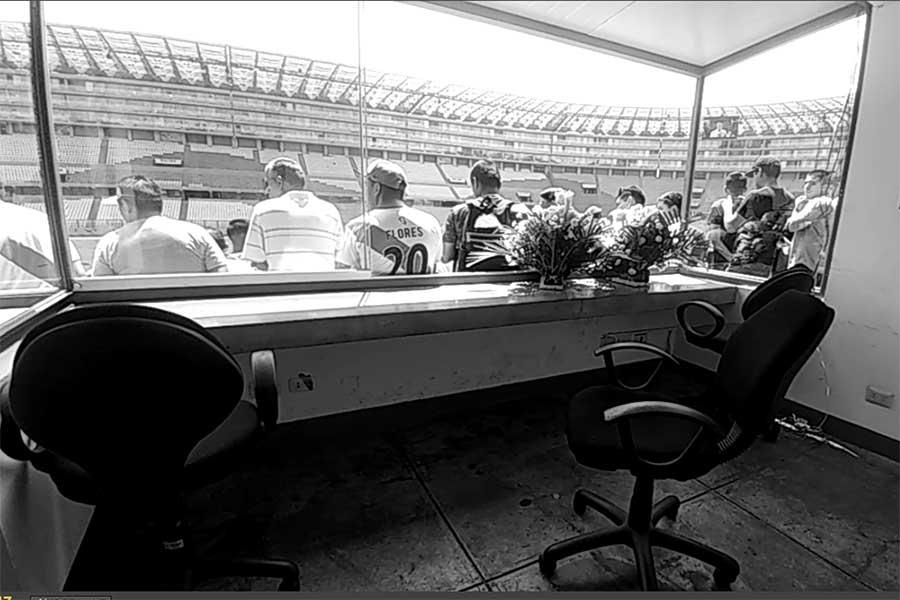 La cabina que está de luto en el Estadio Nacional