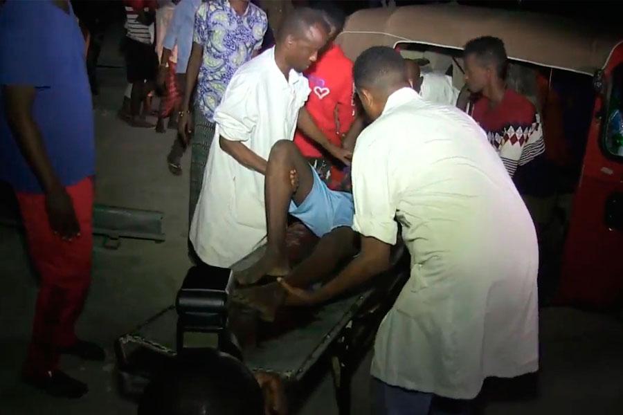18 muertos deja explosión de coches bomba en Somalia