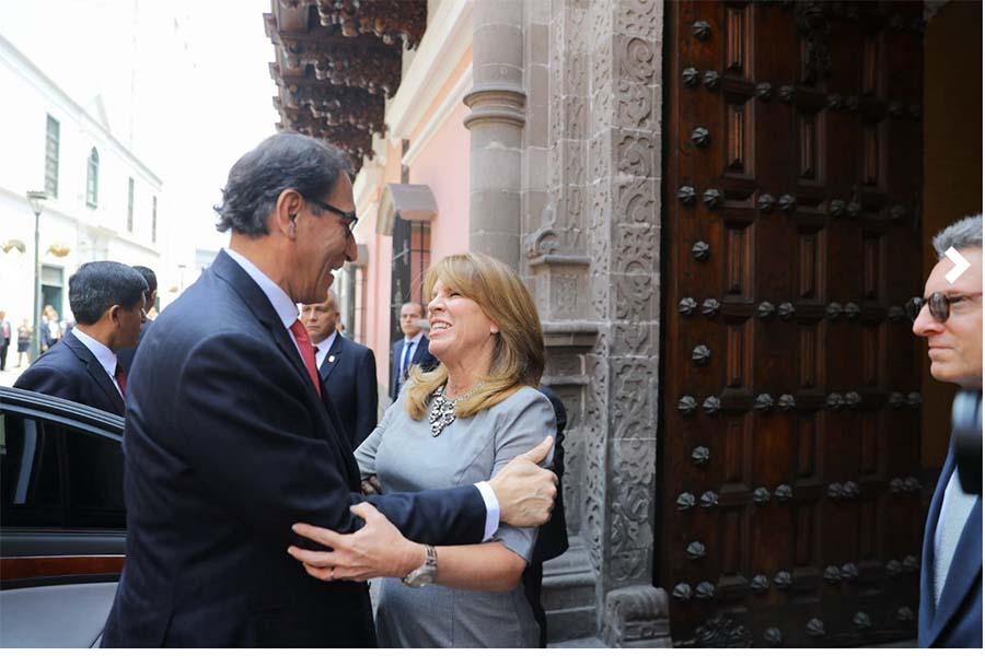 Martín Vizcarra llega al Congreso de la República