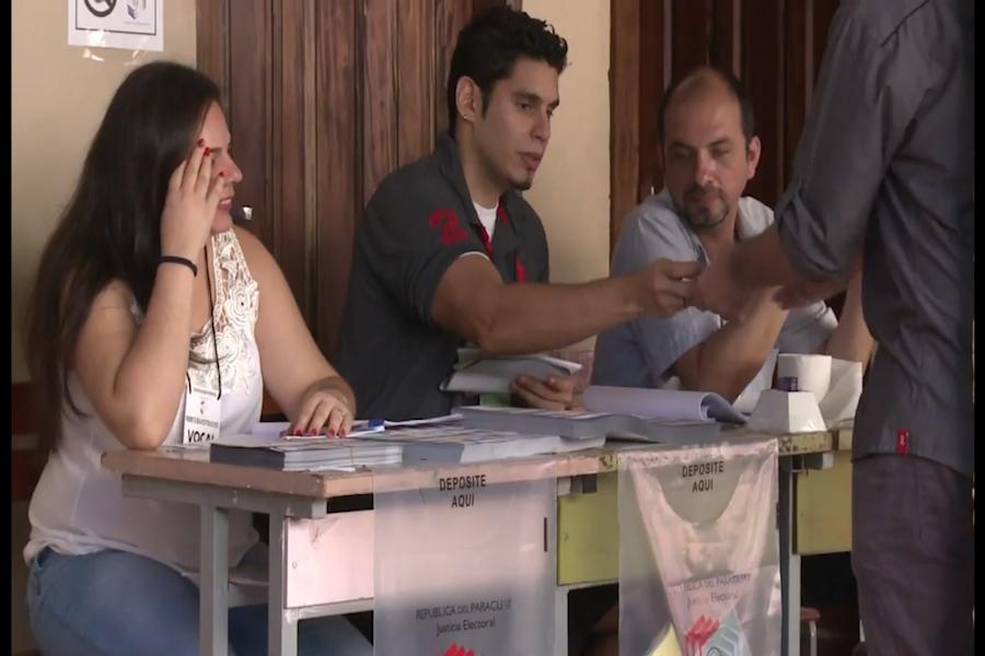 Paraguayos votan para elegir al nuevo presidente