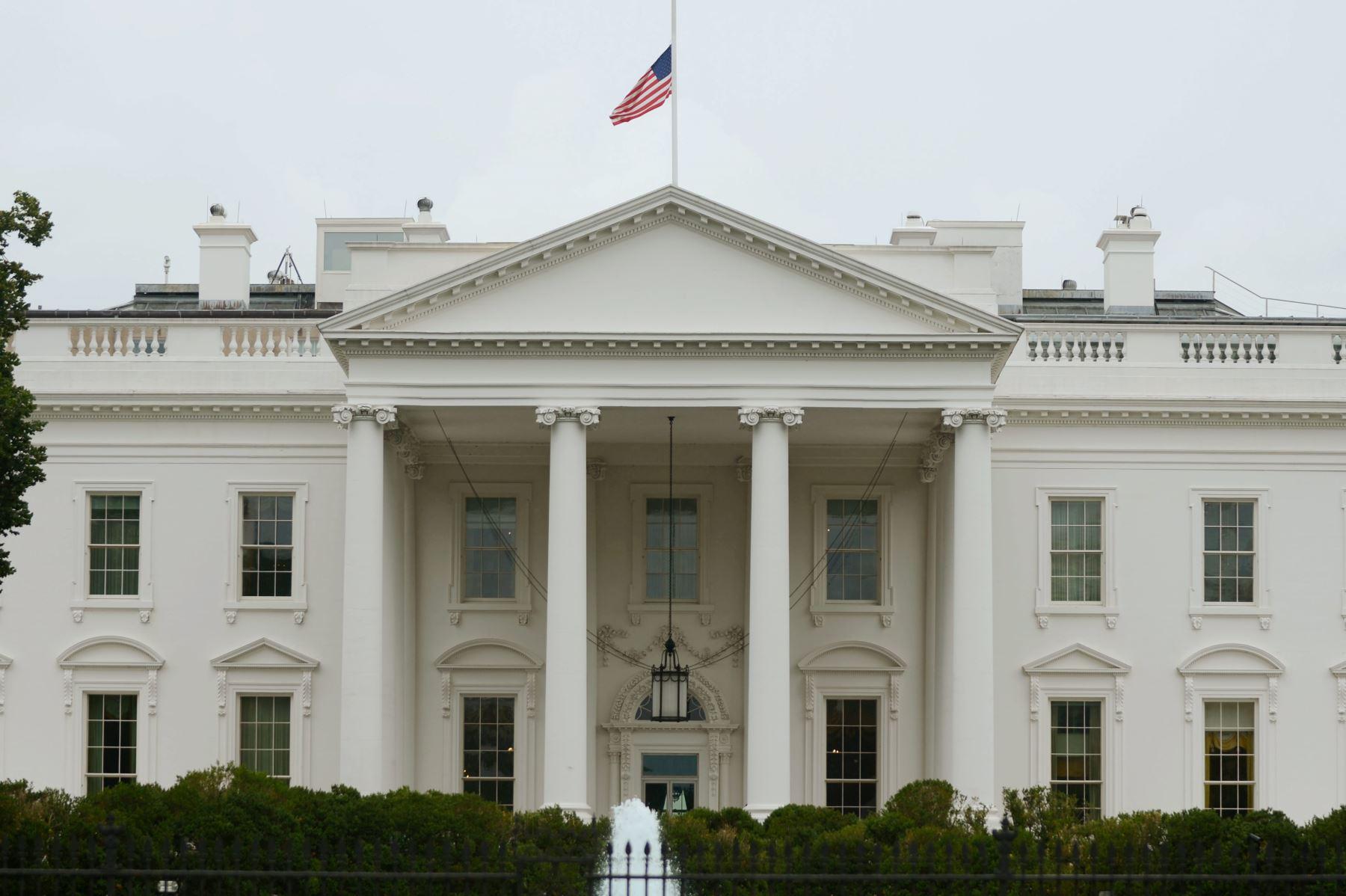 EEUU exige a dos diplomáticos de Venezuela abandonar el país