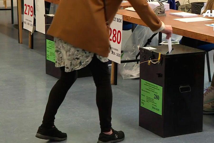 Irlandeses deciden si liberalizan el aborto o no