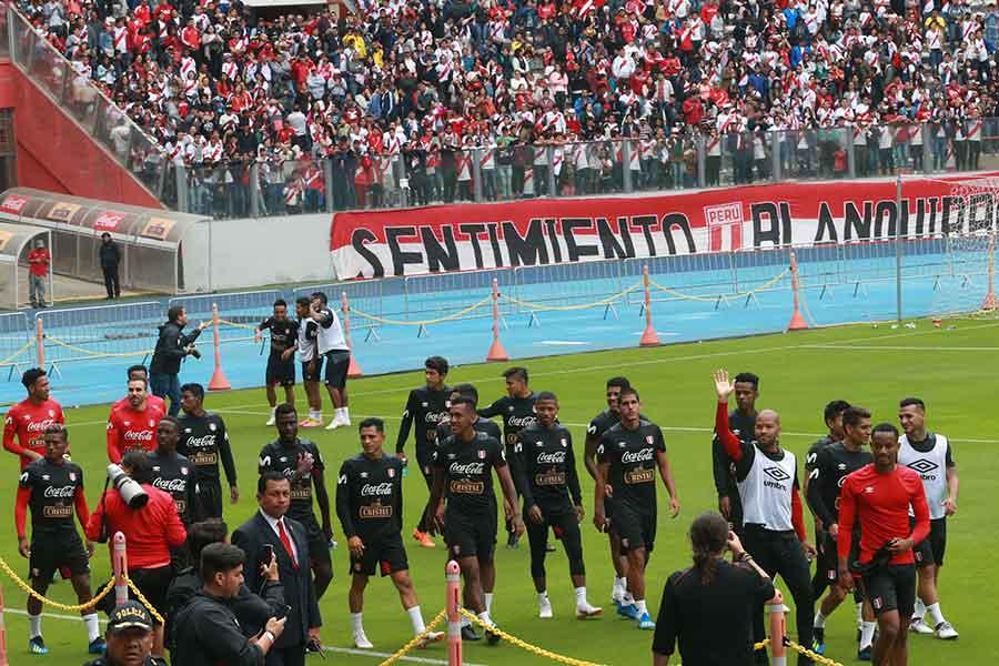 Con ovación del público la selección entrenó en el Nacional