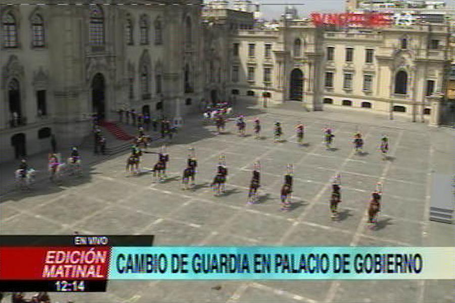 Ministro de Vivienda participa en Cambio de Guardia en Palacio de Gobierno