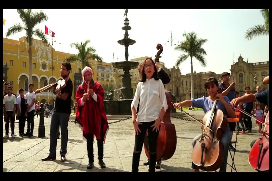 """Inspirador """"Himno a la Alegría"""" en la Plaza de Armas de Lima"""