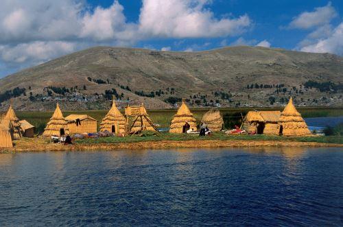 El emblemático lago Titicaca figura también entre los destinos top más hermosos de América.