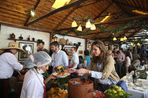 El turista encuentra en la picantería el plato típico de Arequipa elaborado de la forma tradicional.
