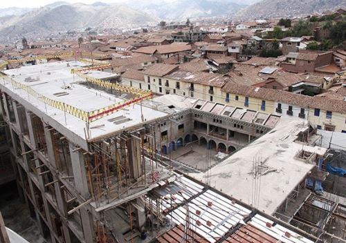 El hotel se construyó sobre muros de origen Inca, algunos de los cuales resultaron dañados.