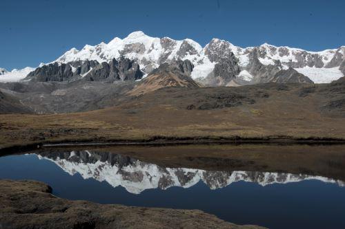El apu de Cusco posee escarpados picos y glaciares. Foto: Andina/Jack Ramón