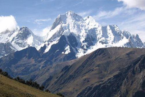 La montaña Yerupajá forma parte de la Cordillera Huayhuash, en Áncash. Foto: enperu.org