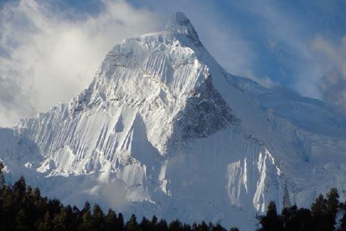El nevado Huandoy posee cuatro cimas orientadas cada una a un punto cardinal. Foto: enperu.org