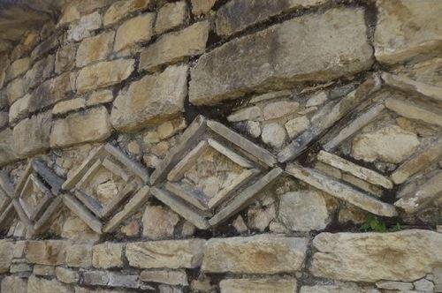 La fortaleza de Kuélap cuenta con tres ingresos, todos en forma de callejones estrechos y amurallados.