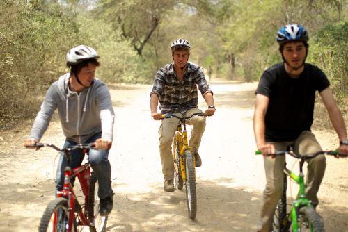 El visitante podrá realizar un recorrido en bicicleta por el Santuario Histórico Bosque de Pómac.