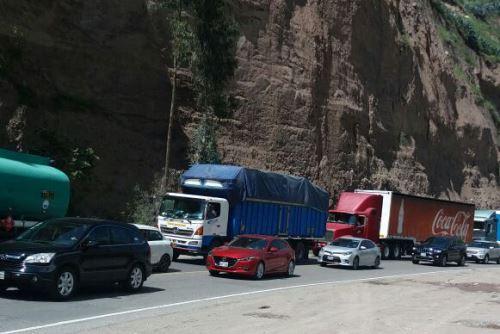 Se requiere de vías alternas para descongestionar el tráfico en la carretera Central.