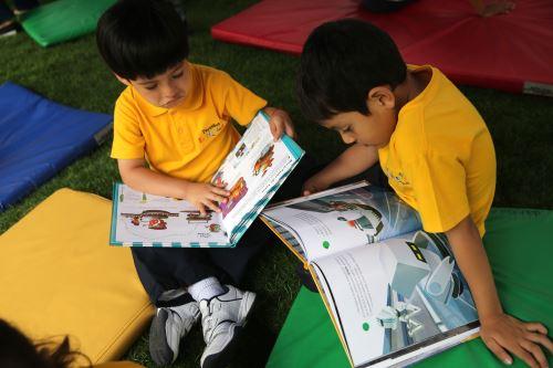 El hábito de la lectura favorece el desarrollo comunicacional de los estudiantes.