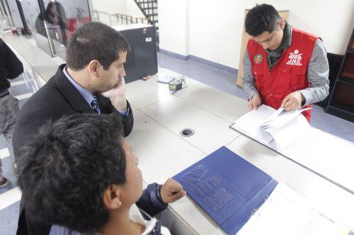 En Plataforma Electoral del JNE se puede conocer las hojas de vida de los candidatos.