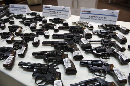 Ampl an atenci n a los s bados para regularizar licencias for Horario naviera armas oficinas