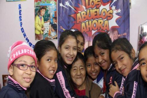 Cerca de 163,000 escolares de todo el país participaron en el concurso Los abuelos ahora.