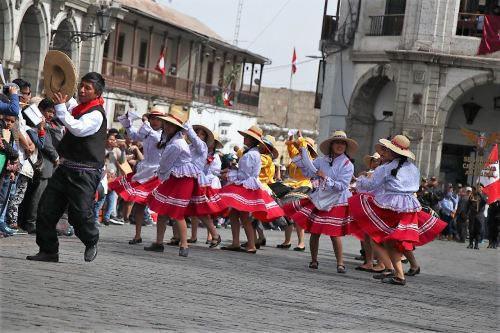 Arequipa mostró la belleza de sus danzas típicas.