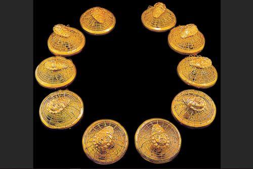 Collar de arañas del Viejo Señor de Sipán forma parte de la colección.