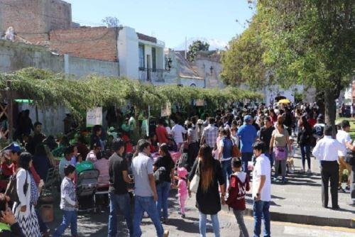Miles de arequipeños y turistas disfrutaron del adobo arequipeño.