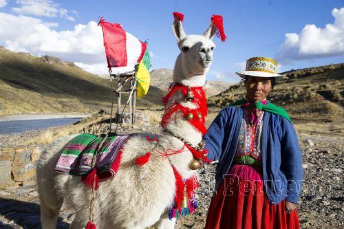 Con la marca Turismo Comunitario se ofrece una experiencia de viaje que permite al turista conocer el Perú de manera diferente, por medio de la cultura y naturaleza única que brindan las comunidades.