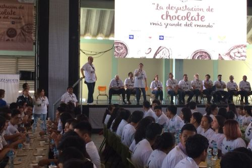Los participantes degustaron durante la prueba tres tipos de chocolate.