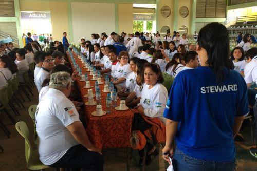 Representantes de Guinness Records certificaron a los jóvenes participantes.