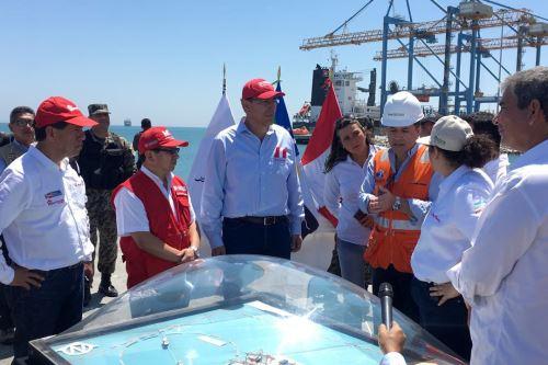Presidente supervisó labores en el puerto de Paita.