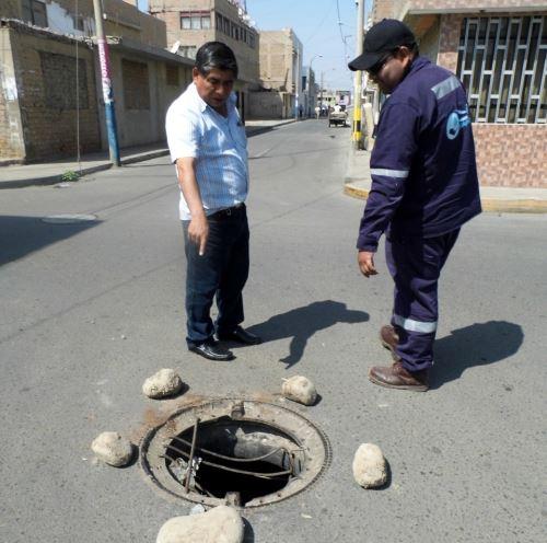 OTASS hizo llamado a autoridades para evitar el robo de tapas de buzones que ponen en riesgo la vida de personas.