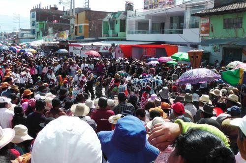 Feligreses de diversas partes del país participaron de procesión de la Virgen de Cocharcas.