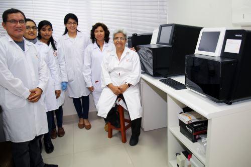 Equipo de investigación de la Universidad Nacional del Santa que realizó el descubrimiento.