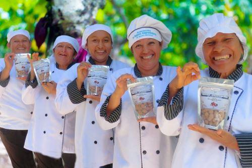 Organización de mujeres cacaoteras de San Martín ya ha elaborado 35 productos artesanales.