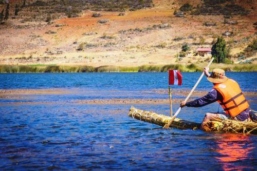 Pobladores de San Nicolás ofrecen paseos en bote y pesca a los visitantes.