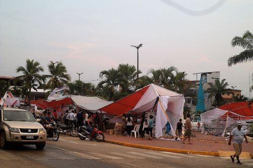 Hasta los estands de la Feria del Libro que se iba a inaugurar en Tarapoto sufrieron daños por el temporal.